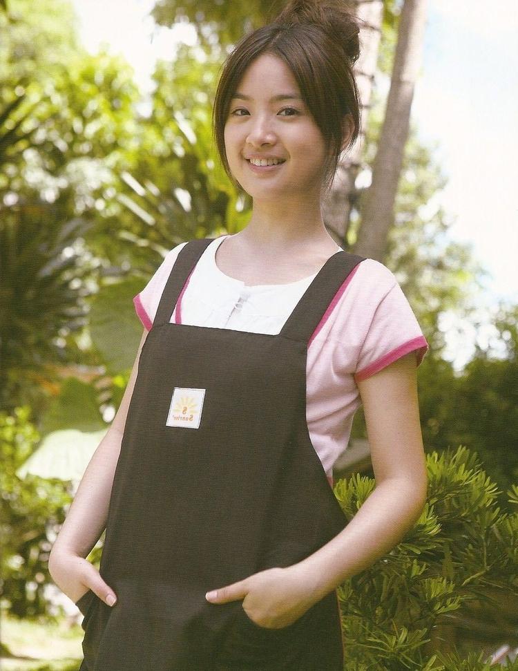 Với đôi mắt to tròn, gương mặt bầu bĩnh cùng nụ cười rạng rỡ, Lâm Y Thần nhanh chóng được khán giả yêu mến, chú ý.