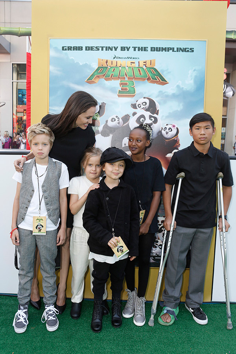 Angelina hoàn toàn tập trung vào những đứa con của mình.