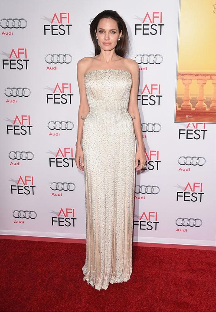 Angelina sẽ phải vươn lên chính mình để bước sang một trang khác của cuộc đời