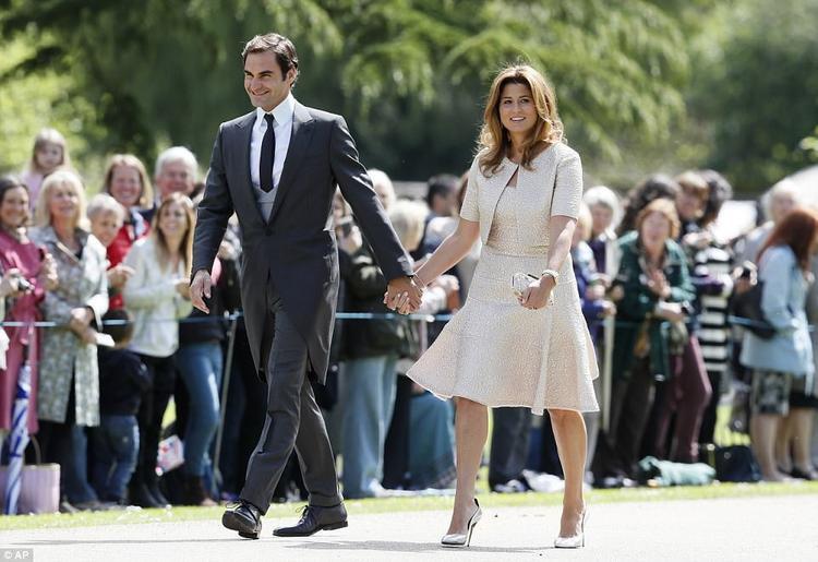 Ngôi sao quần vợt Thuỵ Sĩ Roger Federer cùng vợ có mặt tại lễ cưới.