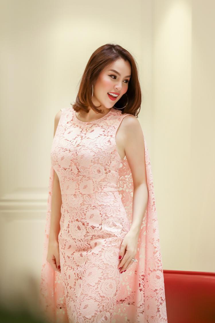 Á hậu Phương Lê là một trong số ít những người đẹp xuất hiện trong show diễn được chờ mong của Đỗ Mạnh Cường sẽ diễn ra tại đảo Phú Quốc.