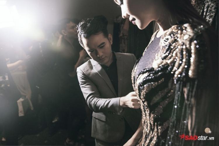 NTK Lê Thanh Hòa - cha đẻ của trang phục Ngọc Anh mặc trong bộ sưu tập Safari.