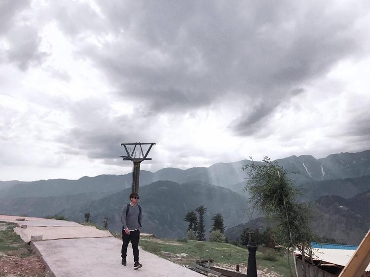 Hồ Quang Hiếu bị cảnh sát kiểm tra liên tục khi du lịch Pakistan