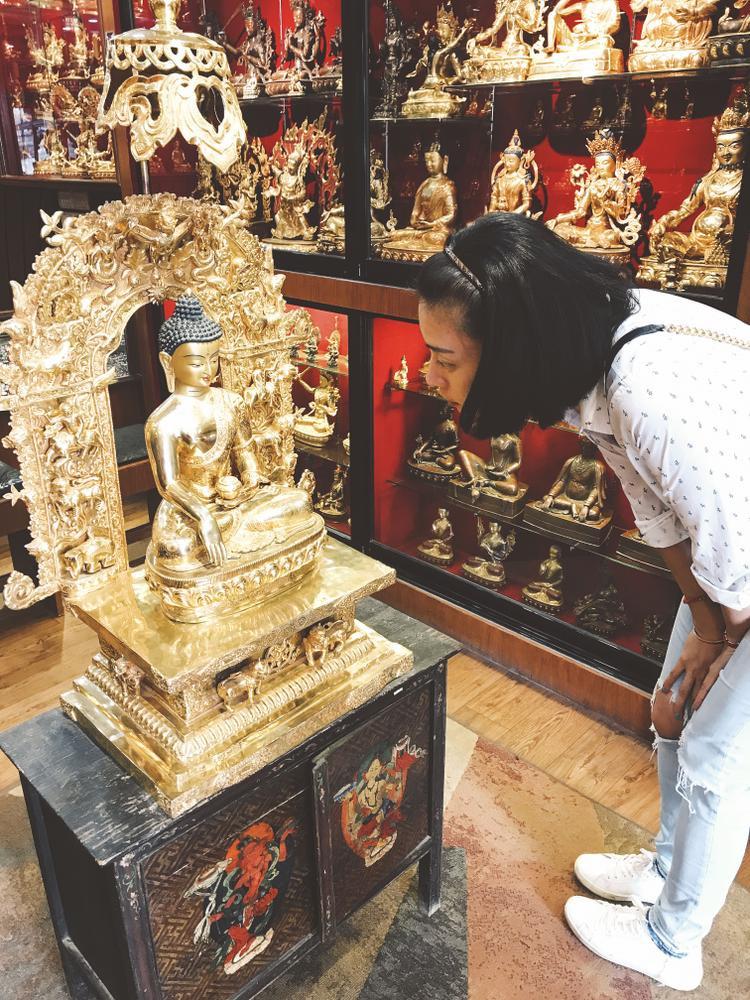 Ngoài ra, Ngài còn hiến tặng một tượng Phật Vàng để trở thành vật phẩm đấu giá trong chương trình Vết sẹo cuộcđời sắp tới vào đêm 25/5.