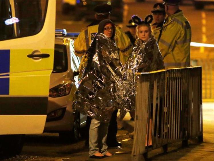 Khủng bố ở Anh: Nổ bom khiến gần 70 người thương vong tại show diễn của Ariana Grande