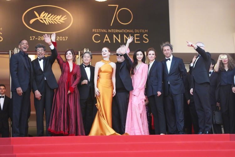 Phạm Băng Băng diện váy hồng đắm thắm mừng sinh nhật lần thứ 70 của Cannes