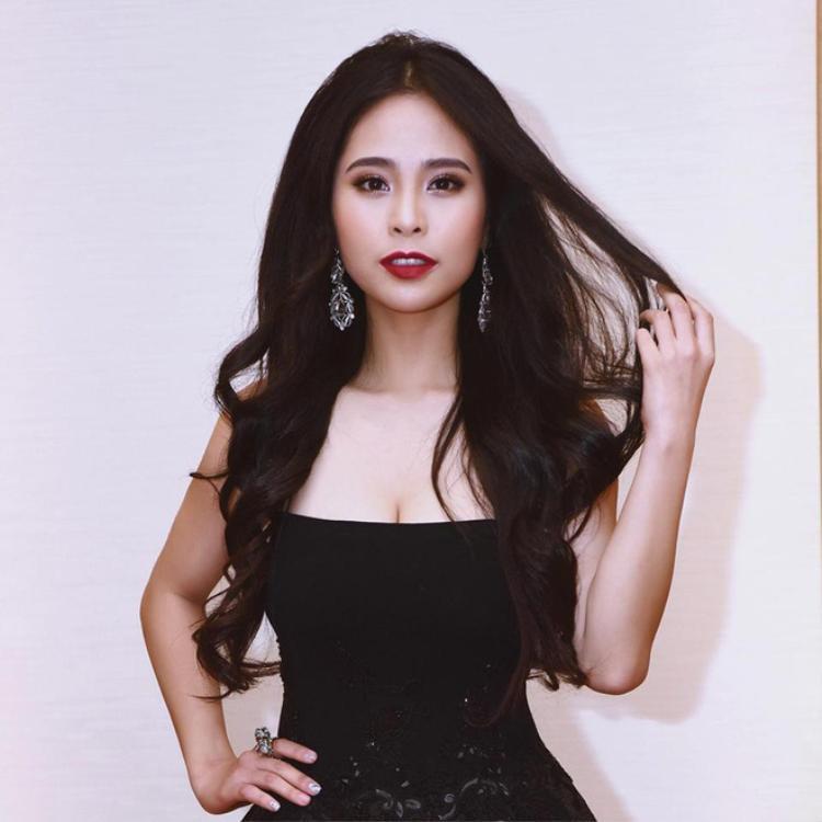 Không thường xuyên xuất hiện với những trang phục gợi cảm nên ít ai biết, Kiều Anh là một trong những người đẹp sở hữu vòng 1 khủng nhất nhì showbiz Việt.