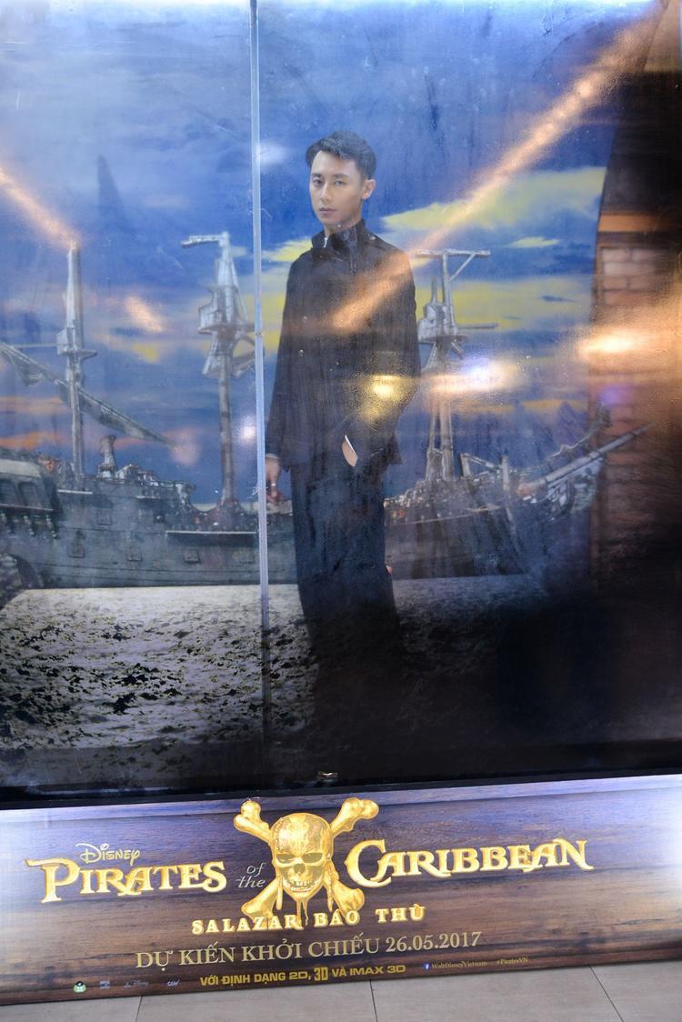 Rocker Nguyễn lạnh lùng, Hoàng Yến nhí nhảnh ngày đón Cướp biển vùng Caribbe