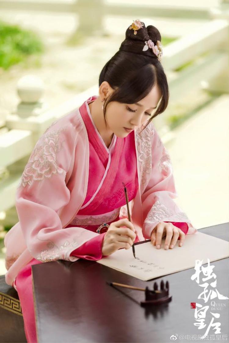 Độc cô hoàng hậu tung hình ảnh đầu tiên, khán giả bất ngờ vì Trần Kiều Ân hiền hơn tưởng tượng