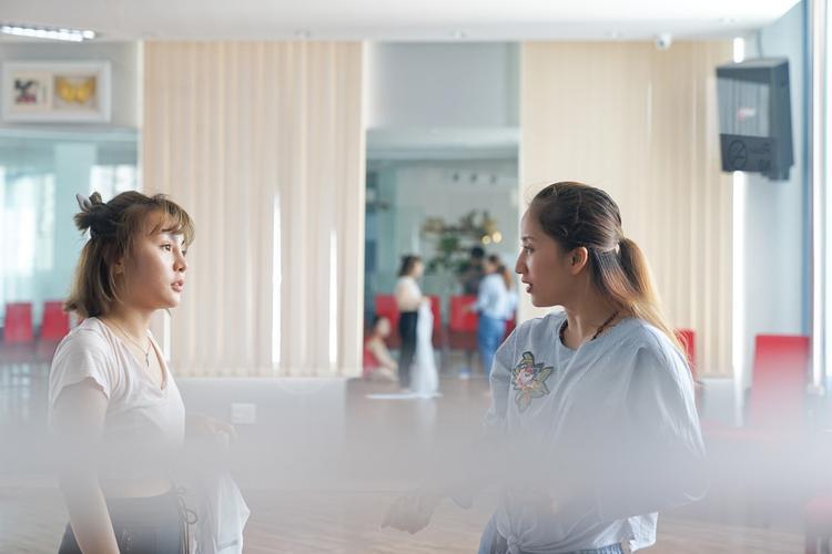 Cùng xem 1 số hình ảnh của Khánh Thi trong những ngày tập luyện cho liveshow…