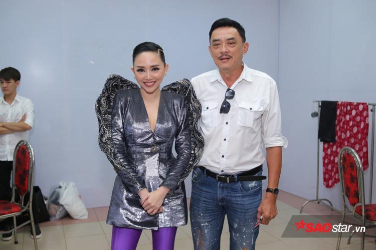 HLV Tóc Tiên được bố hộ tống làm giám khảo Chung kết The Voice.