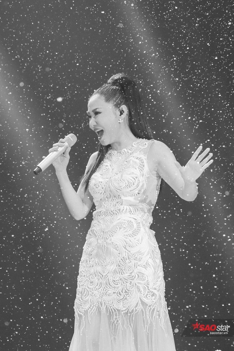Thu Minh đẹp rạng ngời trong phần trình diễn đặc biệt cuối cùng khép màn Giọng hát Việt 2017.