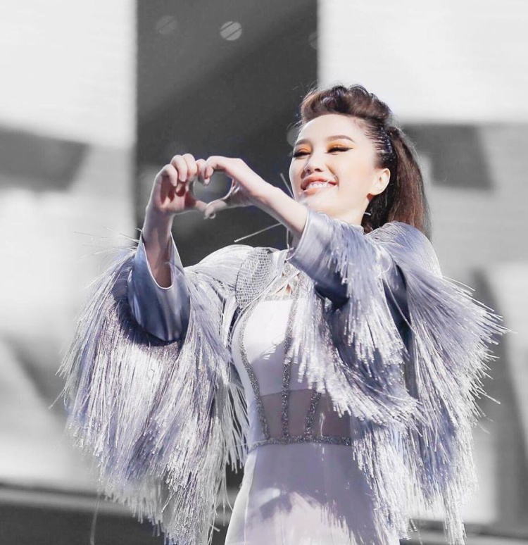 Cuối cùng Bảo Thy cũng chịu sexy, chiều lòng fan với loạt trang phục ấn tượng trong MV mới