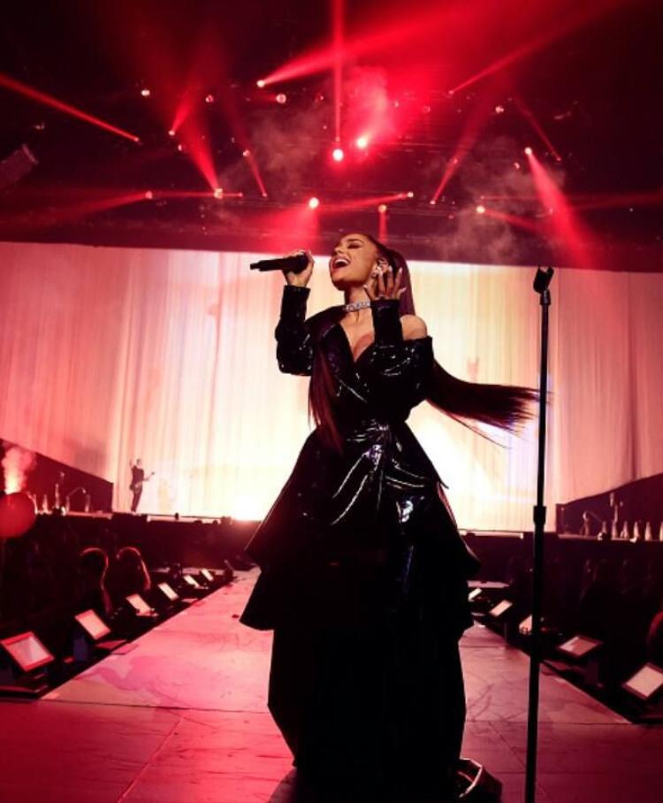 Đến với Ariana Grande tour, bạn sẽ được thưởng thức âm thanh, hình ảnh, sân khấu,… tất tần tật mọi thứ ở chuẩn quốc tế.