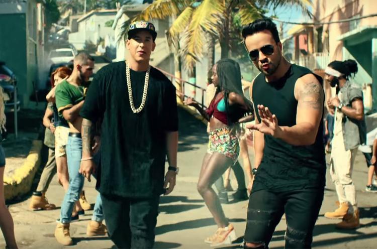 Despacito là bài hát latin nổi tiếng nhất thời gian qua với giai điệu bắt tai, ấn tượng. Sau khi phát hành được ít lâu, phiên bản remix với Justin Bieber góp giọng đã chính thức được ra mắt và nhận được sự chú ý vô cùng lớn.