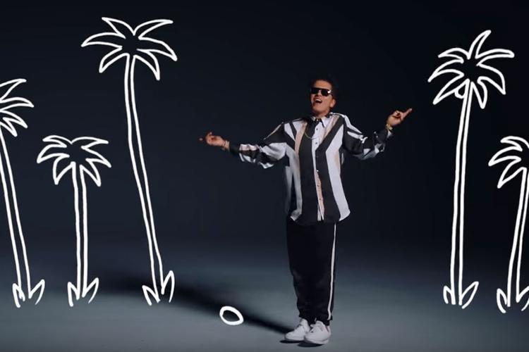 """Trong video lần này, nam ca sĩ đã một mình """"cân"""" hết tất cả, khi xuất hiện solo từ đầu đến cuối MV với màn vũ đạo không thể ấn tượng hơn."""