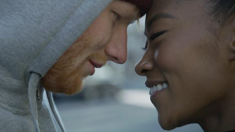 MV là một câu chuyện tình yêu dễ thương và hài hước.