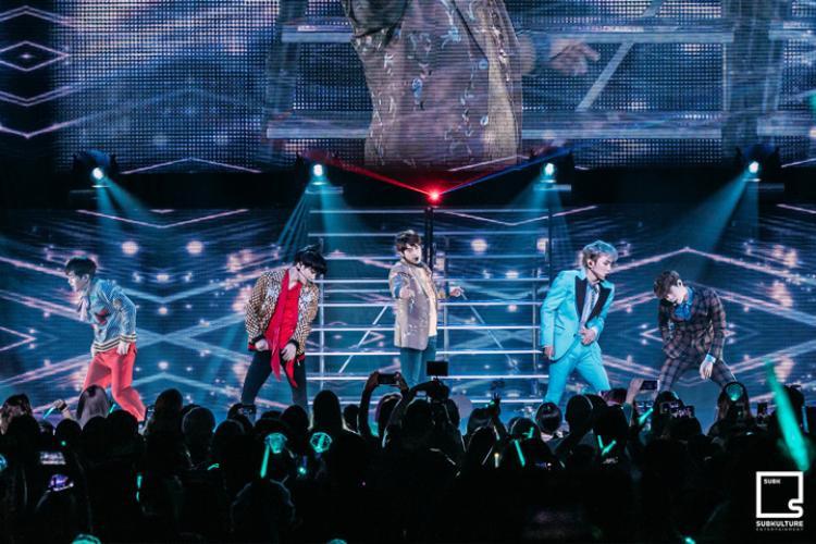 Trước đó, SHINee từng đến Mỹ nhiều lần để biểu diễn trong các sự kiện lớn như Korea Times Music Festival, KCON LA…