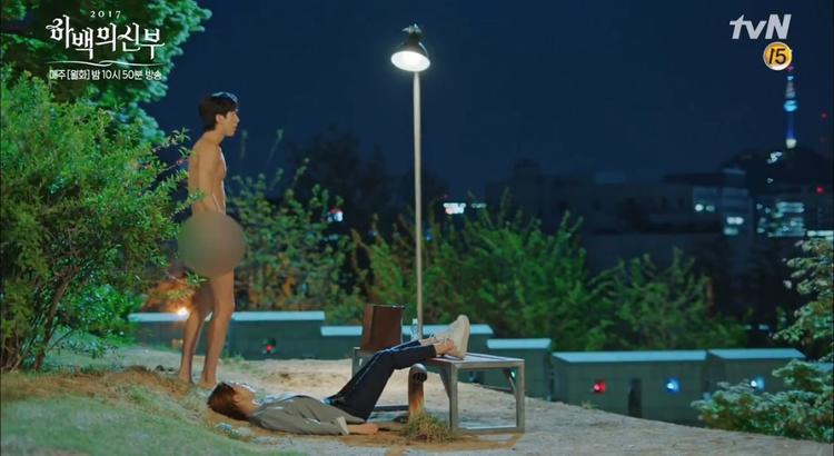 Fans sốc vì Nam Joo Hyuk nude ngay ở tập đầu Cô dâu thủy thần!