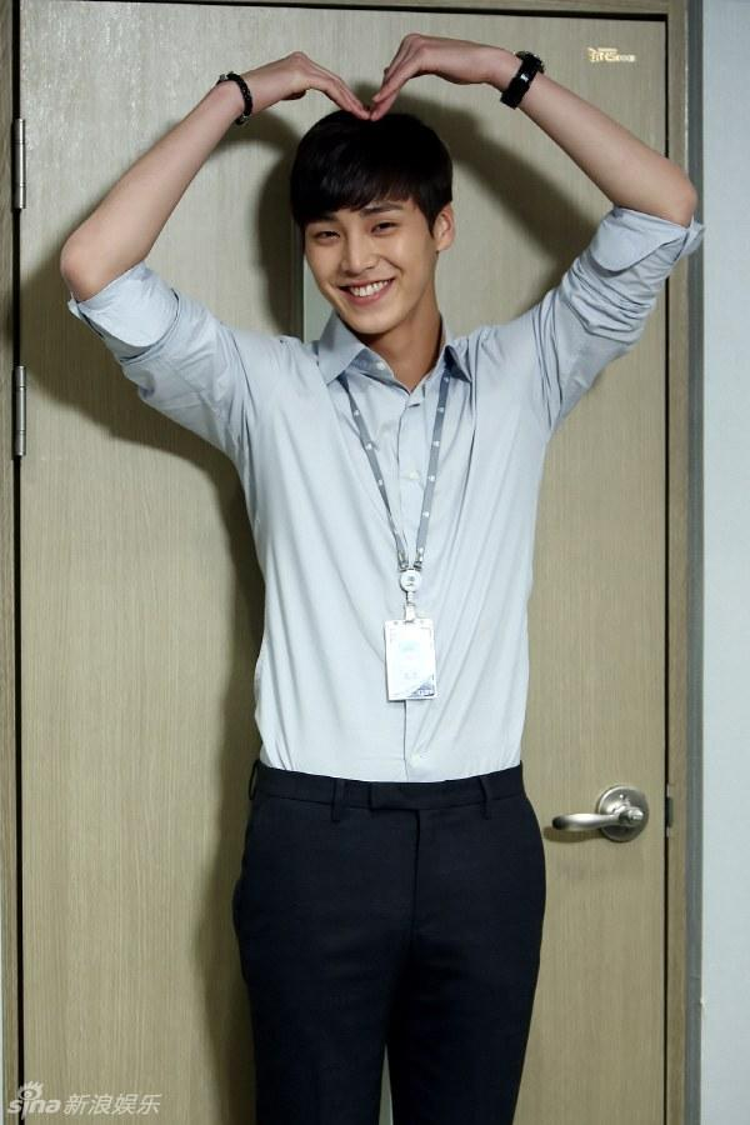 …Nay đã được thay thế bởi chàng trai định mệnh mới của Song Ji Hyo.
