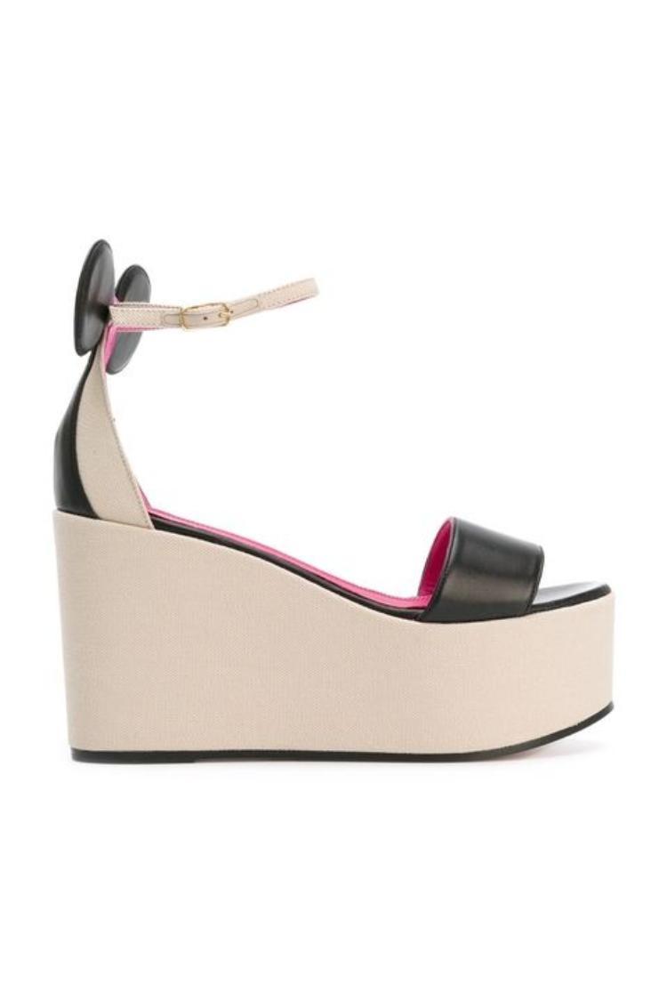 Còn đây là mẫu giày đế bánh mì - bí quyết của các cô nàng nấm lùn.