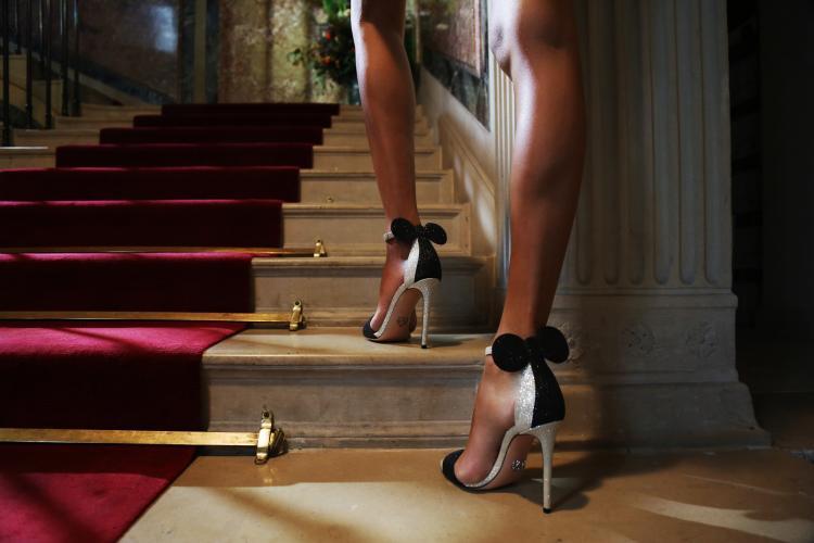 Với đôi giày Minnie Mouse, giấc mơ trở thành nàng công chúa trong truyện cổ tích sẽ không còn xa vời.