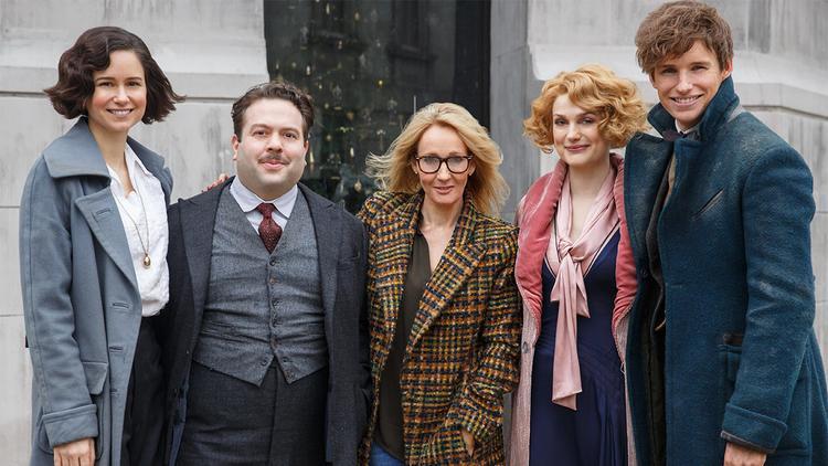 Các nhân vật chính của phần 1 và tác giả J.K.Rowling.