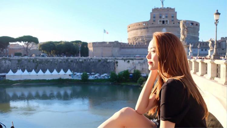 Minh Hằng giản dị nhưng vẫn tỏa sáng giữa trời châu Âu.