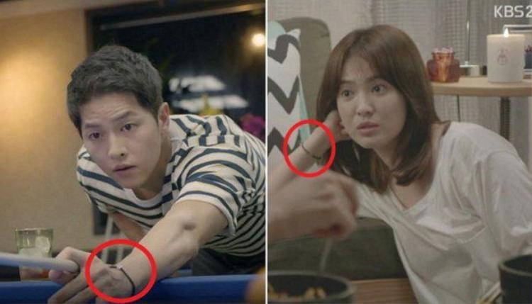 Cả hai sử dụng đồng hồ đeo tay đôi.