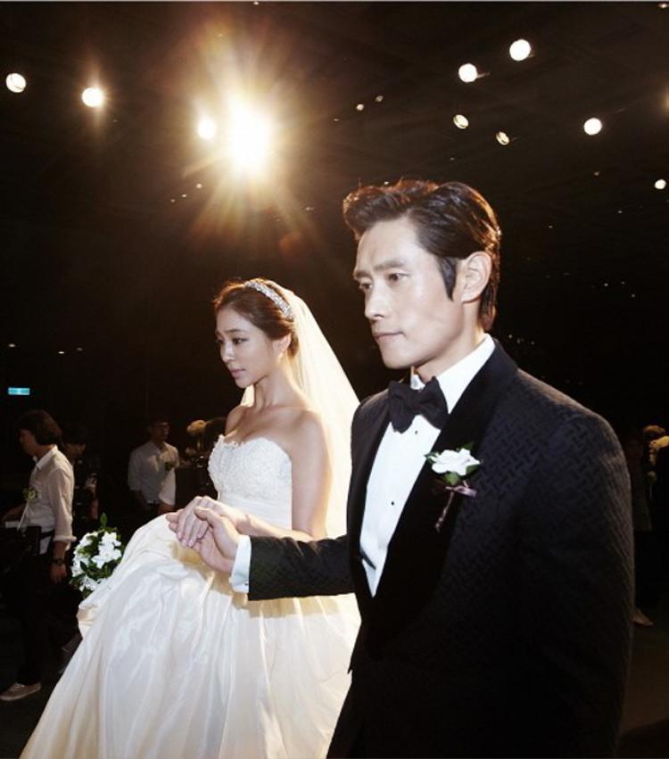 Tập thể bồ cũ của cặp đôi Song-Song đang làm gì khi tin đám cưới thế kỷ được công bố 5h sáng nay