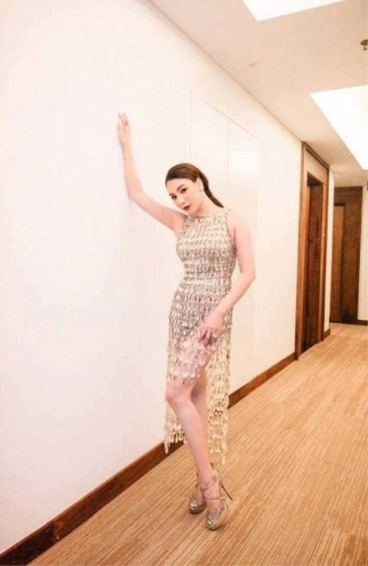 Chiếc đầm phale giúp ca sĩ Hồ Quỳnh Hương tỏa sáng trên sân khấu.