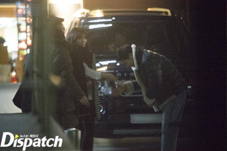 """Và sang Nhật vào hồi tháng 2, Song Joong Ki công khai tình cảm một cách rất """"ngầu""""."""
