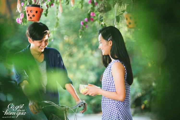Một ngày đẹp trời, Thư trúng tiết sét ái tình với cô bạn mới chuyển đến là Việt An (Miu Lê).