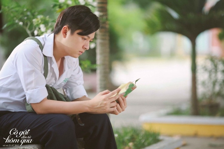 Ngô Kiến Huy vào vai Thư Thơ Thẩn - một cậu học trò mới lớn nghịch ngợm, tính tình trẻ con nhưng cũng rất tình cảm và mơ mộng.