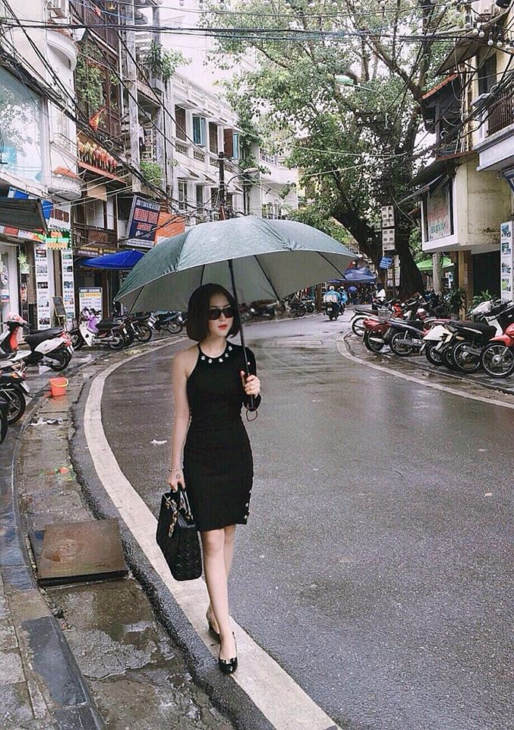 Cô cực cuốn hút trên đường phố với style all black.