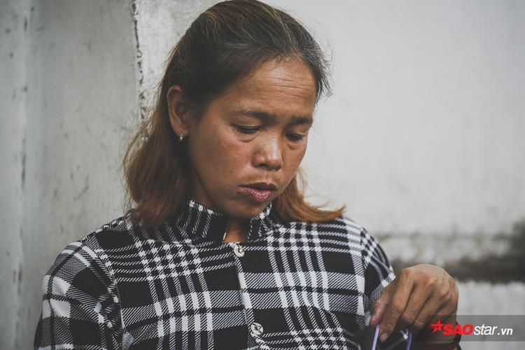 Ở những chúbồ câu đã phai màu nhuộm (sau 4,5 tháng) chị Thanh vẫn đang lưỡng lự không biết có nên tiếp tục nhuộm lông cho chúng hay không.