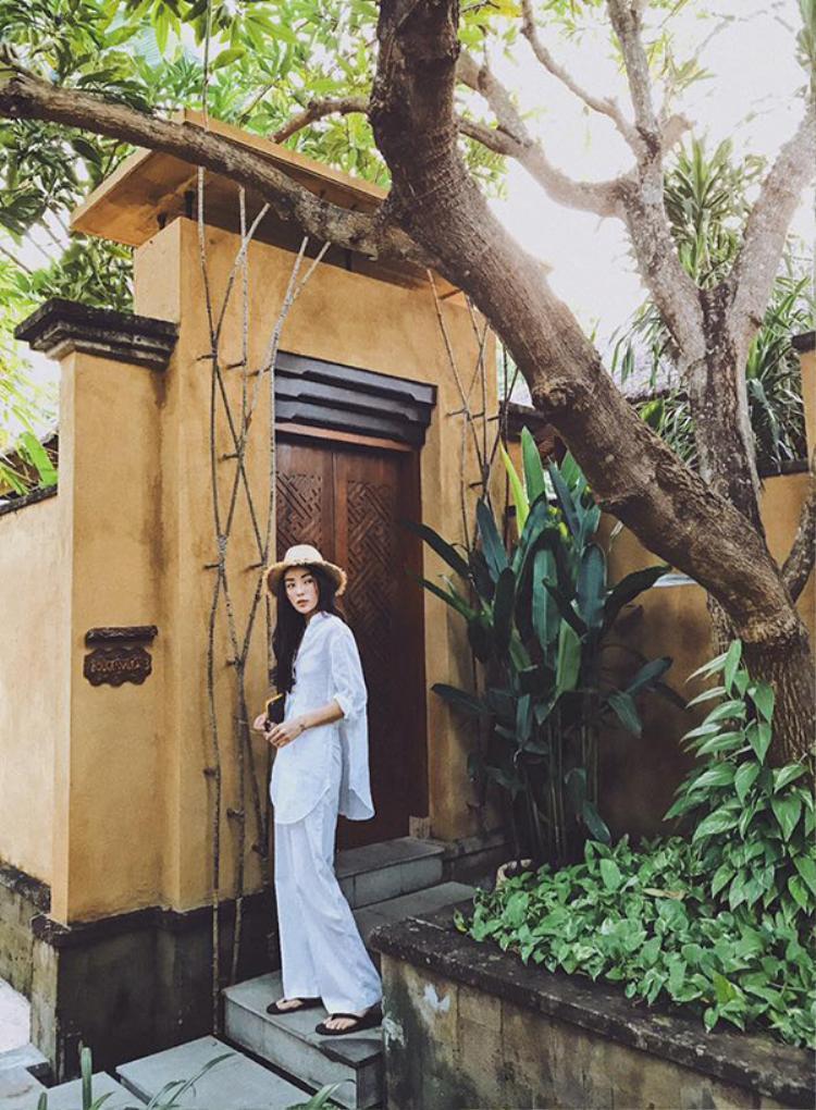 Hoa hậu Kỳ Duyên tự tin khoe thân hình mảnh khảnh với bikini giữa bãi biển Bali