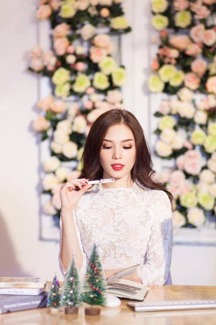 Hot girl Hà Nội siêu đa tài Linh Rin bất ngờ tham gia The Look online 2017