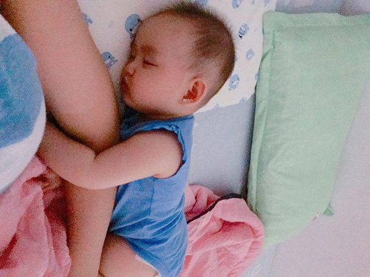 Ngay cả khi ngủ bé cũng dễ thương…