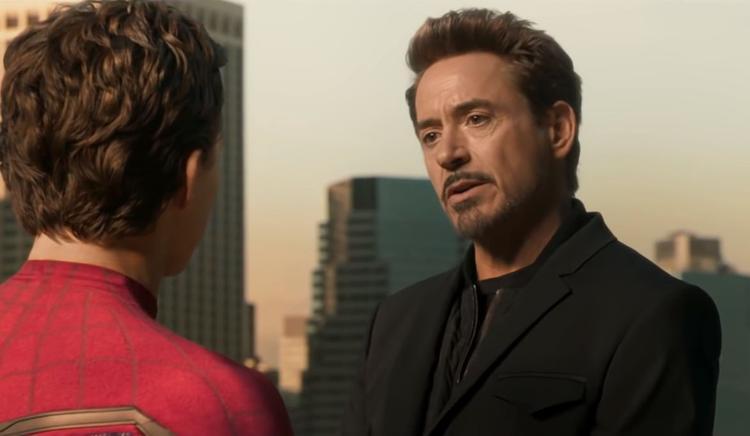 Hơn cả một người thầy, Iron Man đối xử với Peter Parker như một người cha thương con.
