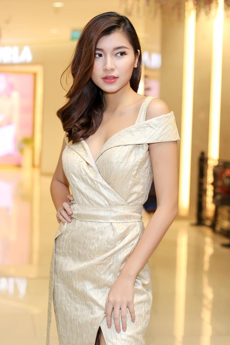 Ánh Quỳnh sở hữu gương mặt cá tính và nổi bật, do đó cô trông cũng khá mạnh mẽ.