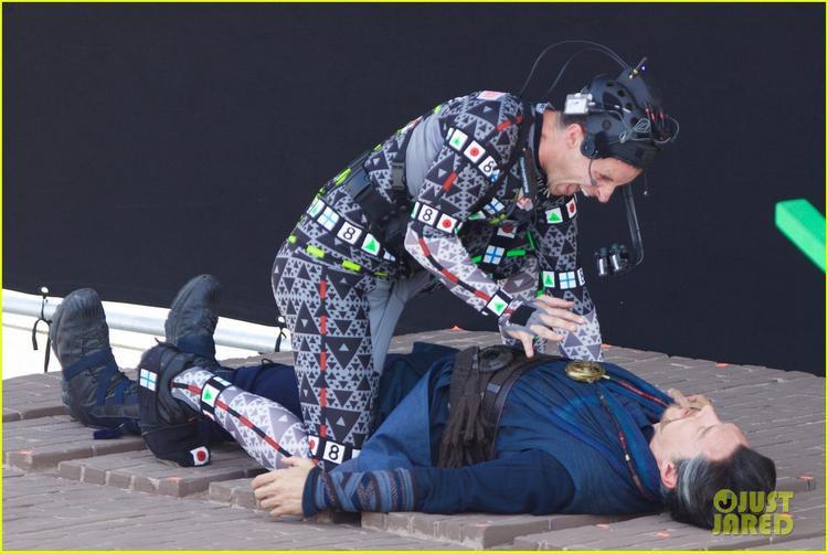 Trong khi đó, Doctor Strange lại lộ cảnh quay sau cú ngã từ trên cao xuống. (Nguồn hình: Just Jared)