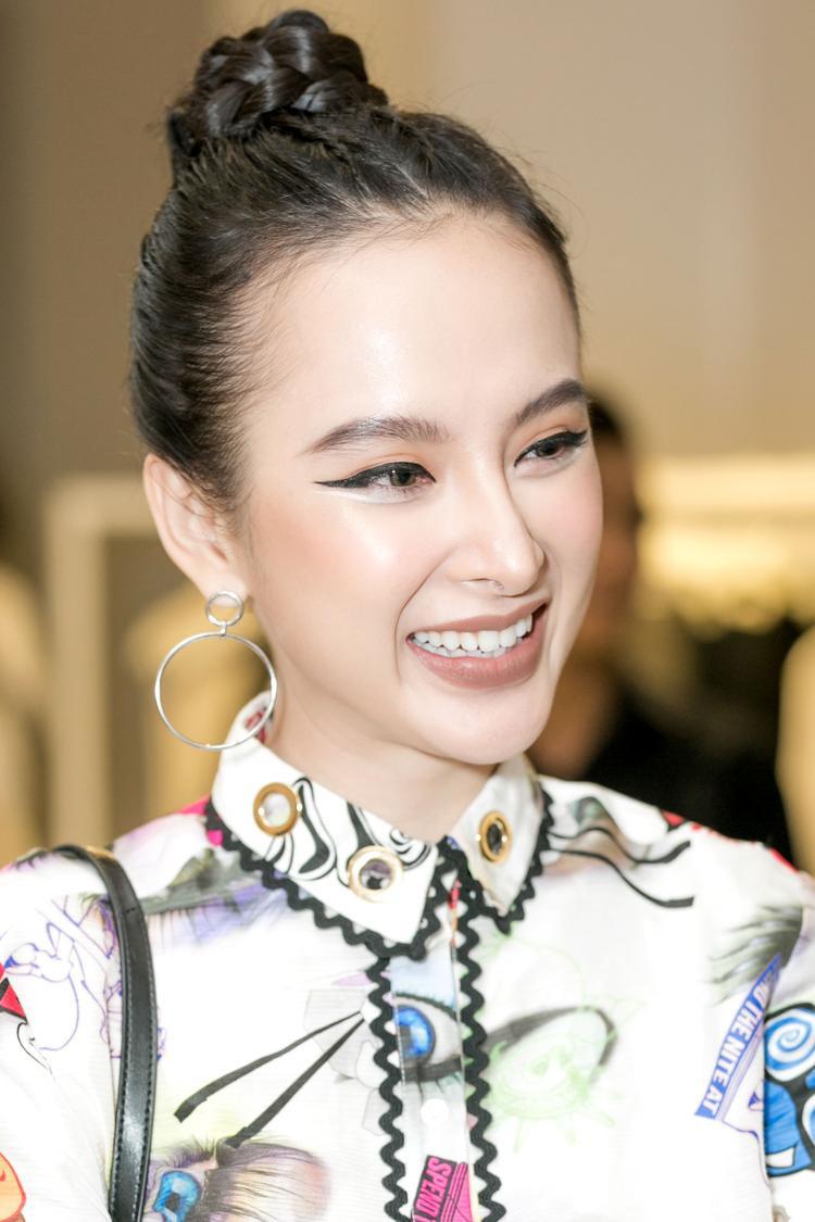 Angela Phương Trinh gây ấn tượng với mốt trang điểm mắt mèo tại sự kiện