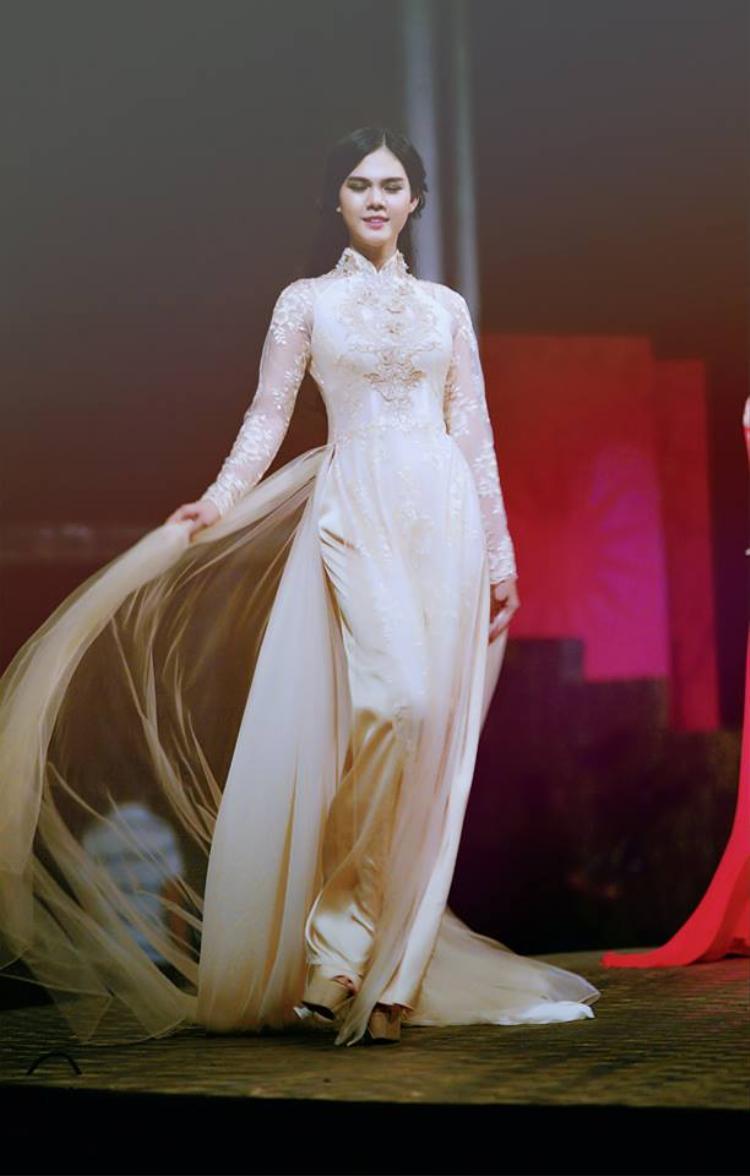Bản sao hoàn hảo của Ngọc Trinh thử sức mình với The Look Online 2017