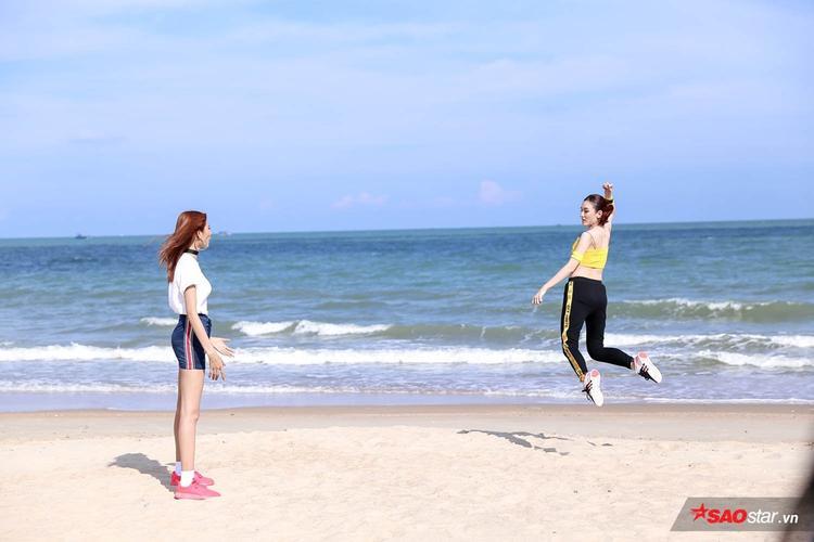 Thử thách chụp với bikini thể thao giúp Phương Chi phô diễn thế mạnh của bản thân.