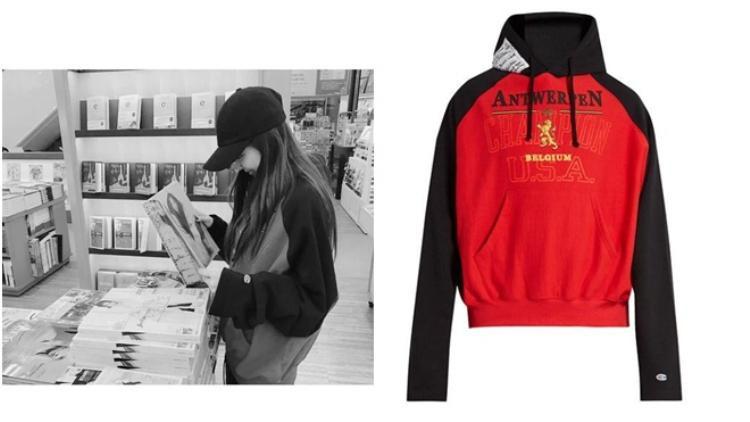 Trong một diễn biến khác, cô nàng năng động trẻ trung với áo hoodie Vetements x champion với giá bán 1141 USD khoảng 26 triệu đồng.