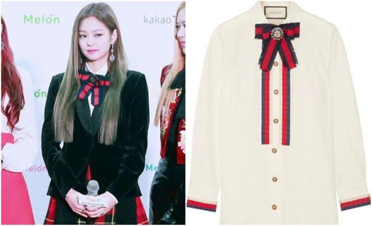 Cotton-poplin Shirt 1038 USD có giá 23 triệu thế mà Jennie giấu nhẻm trong chiếc áo khoác nhung.