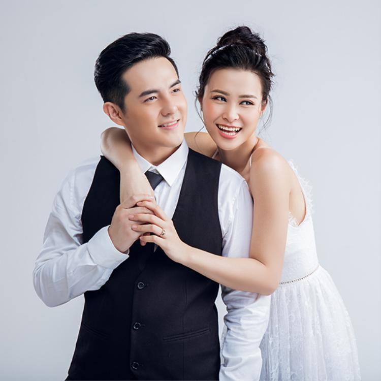 """Hình ảnh được đồn đoán là ảnh cưới của """"cặp đôi quyền lực"""" trong showbiz Việt khiến fan bấn loạn."""