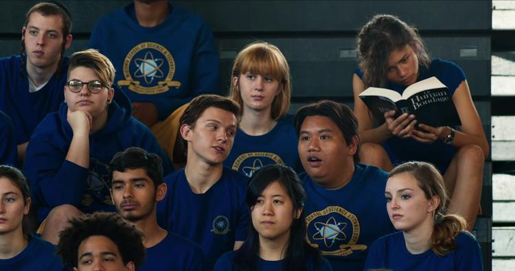 Thực ra Peter Parker tuổi 15 chỉ cần như thế là quá đủ rồi, một anh chàng dễ thương, tốt bụng, sống vì bạn bè, người thân và có lý tưởng riêng của mình.