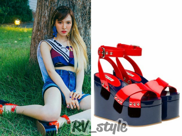 Sandals giúp cô nàng ăn gian chiều cao của Miu Miu $990 .